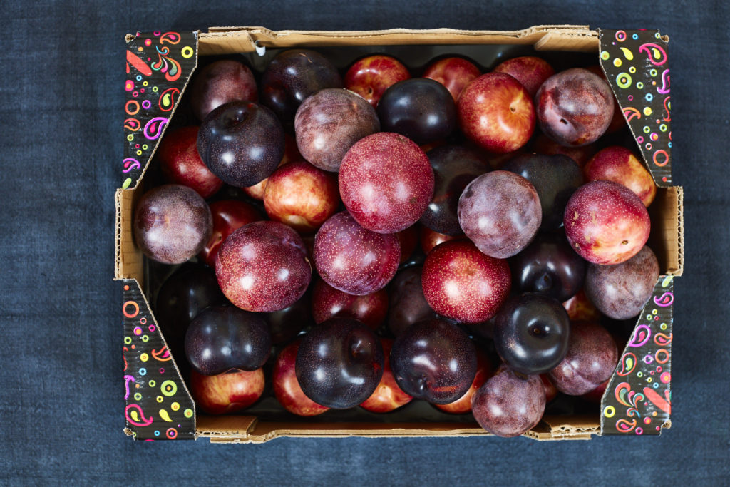 Metis fruit in a tray
